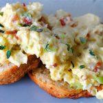 Scrambled Eggs with Wholegrain Bread